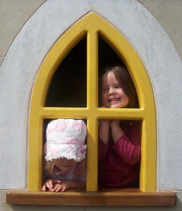 kids-at-window105w